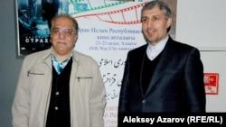 Иранның Қазақстандағы елшісі Моджтаба Дамирчило (оң жақта) кино апталығында. Алматы, 21 қыркүйек 2014 жыл.
