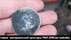 Монета с раскопок института в Ивангородской крепости