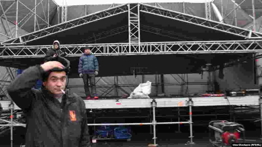 Збирають сцену для концерту прокремлівського громадського руху.