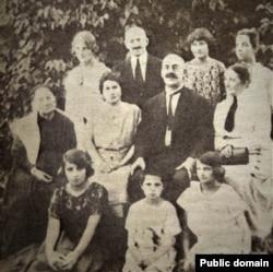 Аляксандар Уласаў з родзічамі. 1920-я гады