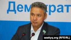 Парламент депутаты Азат Перуашев. Астана, 20 қаңтар 2015 жыл.