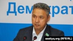 """Азат Перуашев, """"Ақ жол"""" партиясының жетекшісі. Астана, 20 қаңтар 2015 жыл."""