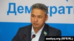 Азат Перуашев.