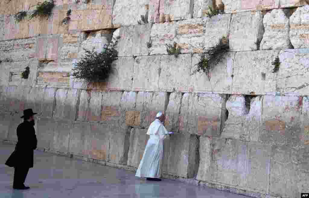 Pope Francis prays at the Western Wall in Jerusalem's Old City on May 26. (AFP/Menahem Kahana)