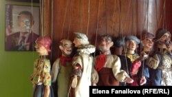 Куклы в кабинете Валтла