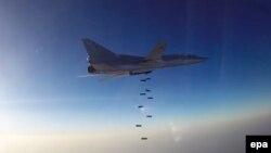 Российский бомбардировщик наносит удар по Алеппо.