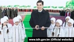 7-nji fewralda Aşgabatda Türkmenistanyň prezidenti Gurbanguly Berdimuhamedow Täze zaman obasynyň açylyş dabarasyna gatnaşýar.