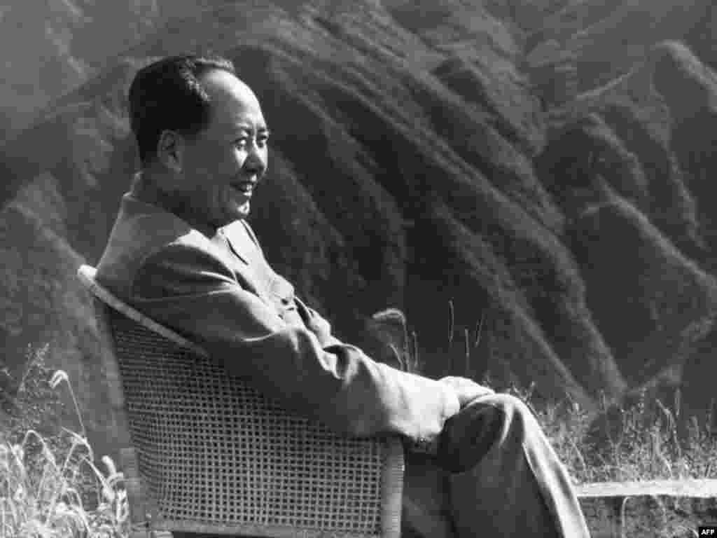 Мао Цзэдун на отдыхе в горах Лушань, 1961 год