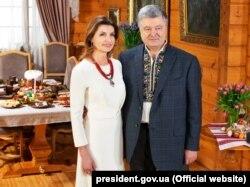 Шестой президент Украины Петр Порошенко и его жена Марина поздравляют сограждан с пасхальными праздниками. Апрель 2019 года