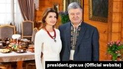 Петро Порошенко з дружиною Мариною Порошенко вітають українців із Великоднем