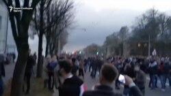 Полицијата во Минск со шок бомби против демонстрантите