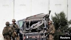 Американские военные на месте взрыва. Кабул, 16 сентября 2014 года.