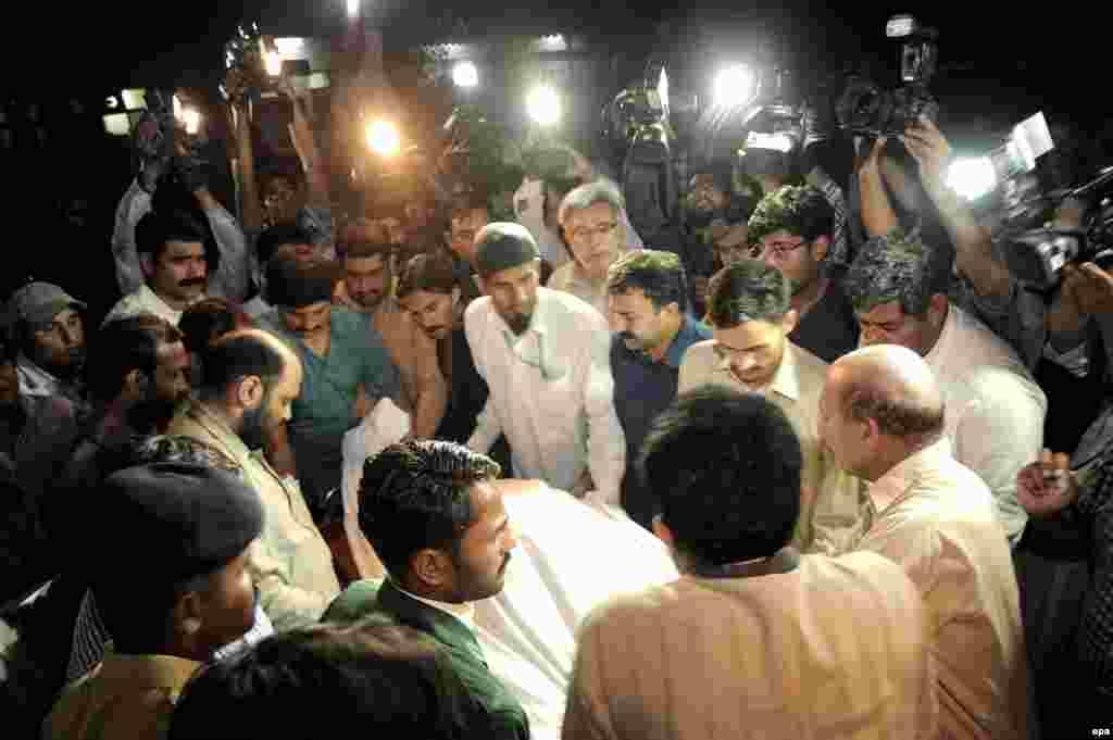 В пакистанском Пешаваре застрелена популярная певица Гуль Наз. Как сообщил Азаттыку представитель полиции, исполнительница, известная своим фанатам под именем Мускан, была убита неизвестными 18 июня.