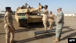Америкалық әскерилер ирак сарбаздарына кеңес беріп тұр. Бағдад, қаңтар 2015 жыл (Көрнекі сурет).