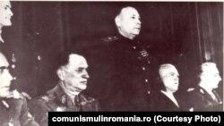 Festivitate cu ocazia introducerii aparatului politic în armată, martie 1945 (Muzeul P.C.R., nr. inv.1239, 1240) Sursa: comunismulinromania.ro