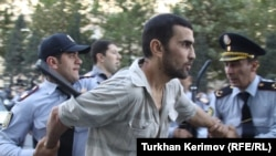 Dindarların Təhsil Nazirliyi qarşısında etiraz aksiyası - 5 oktyabr 2012