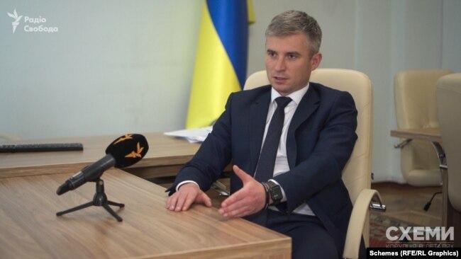 Голова НАЗК Олександр Новіков відзначає, що довести спільне проживання суб'єктів декларування без належних доказів непросто