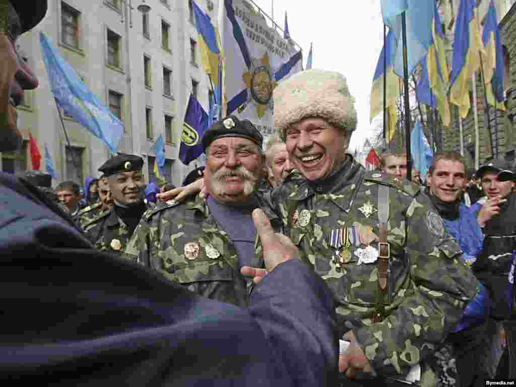Ukraine -- Supporters of prime minister and the parliamentary coalition in Kyiv, 04Apr2007