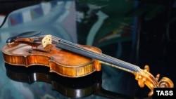 Antonio Stradivari skripkasi.