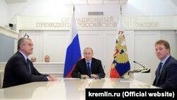 Слева направо: Сергей Аксенов, Владимир Путин, Дмитрий Овсянников