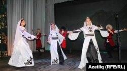 """""""Кавказ ритмнары"""" бию төркеме"""