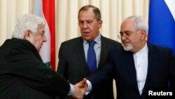 Глава МИД России Сергей Лавров (в центре) и его коллеги из Сирии – Валед Муаллем (слева) и Ирана – Джавад Зариф (слева). Москва, 14 апреля 2017 года.