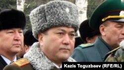 Генерал-майор Талгат Есетов, начальник Академии пограничной службы КНБ, в день похорон начальника погранслужбы КНБ полковника Турганбека Стамбекова. Алматы, 3 января 2013 года.