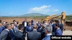 Премиерот Зоран Заев на отпочнувањето на изградба на нова фабрика ДУРА, американска инвестиција во во ТИР зоната Скопје 2