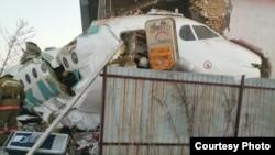 На месте падения пассажирского самолета в районе алматинского аэропорта. Алматы 27 декабря 2019 года.