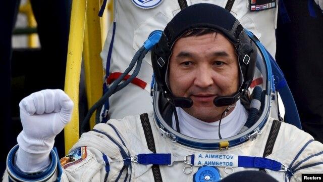 «Союз ТМА-18М» ғарыш кемесі экипажының мүшесі, қазақстандық ғарышкер Айдын Айымбетов .