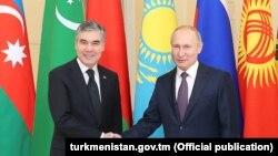 Президент Туркменистана Гурбангулы Бердымухамедов (слева), президент РФ Владимир Путин (справа)