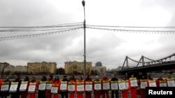 """Участники акции в поддержку арестованных активистов """"Гринпис"""" в Москве"""