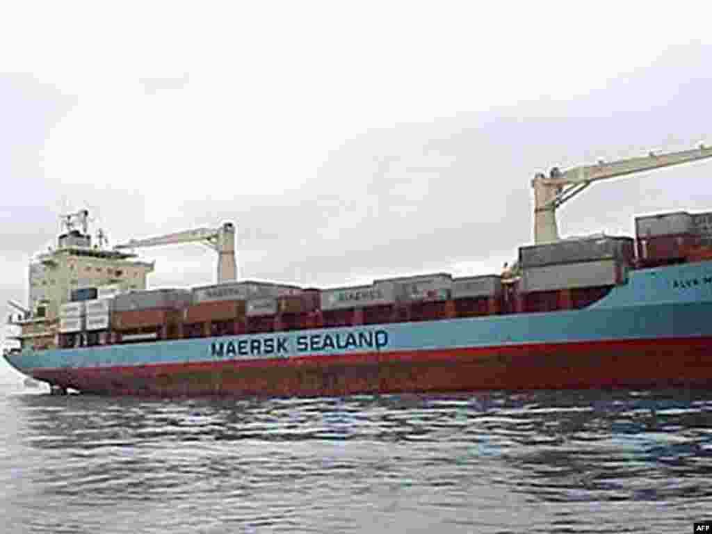 Военный корабль США направляется к месту, где сомалийские пираты захватили капитана американского сухогруза