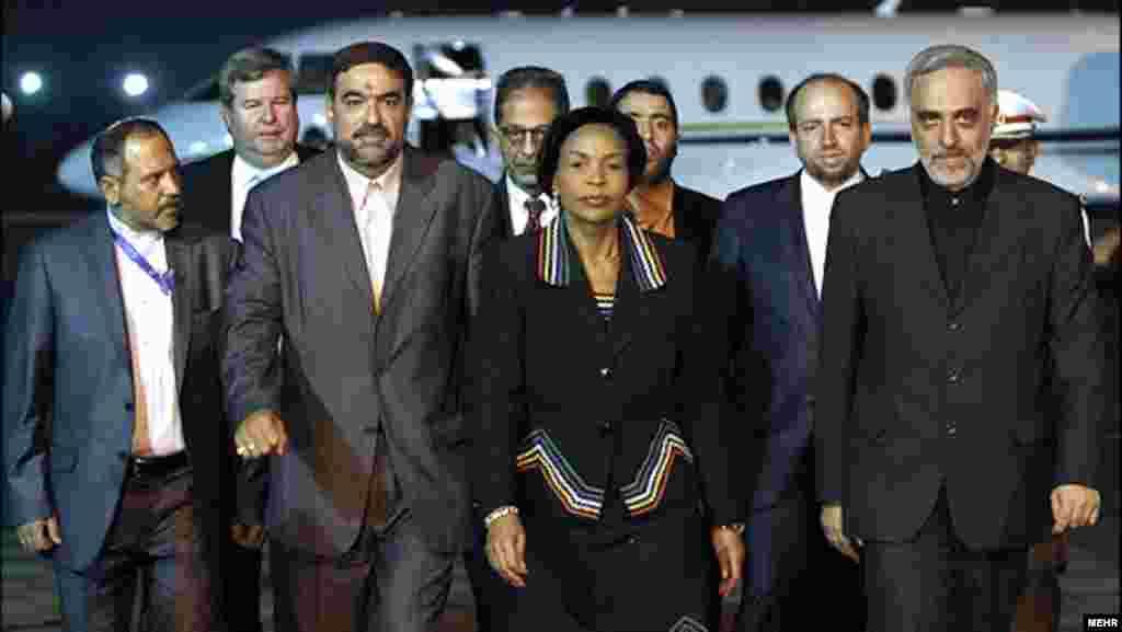 مایته انکوانا ماشابانه، وزیر امور خارجه آفریقای جنوبی، هنگام ورود به تهران