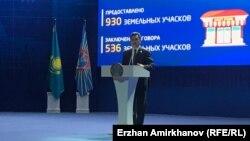 Аким Астаны Бахыт Султанов на отчетной встрече с жителями столицы. Астана, 20 февраля 2019 года.
