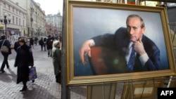 Ресей президенті Владимир Путиннің Арбаттағы суреті. Мәскеу, 12 наурыз 2004 жыл. (Көрнекі сурет)