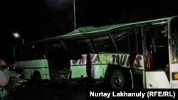 Автобус на месте аварии на железнодорожных путях. Алматинская область, 15 сентября 2019 года.
