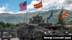 Vehicule americane intră în Macedonia din Bulgaria, Kriva Palanka, 28 iulie 2017.