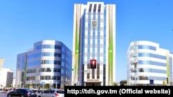Türkmenistan, ilkinji hususy bankyň binasy