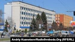 Захваченное сепаратистами здание СБУ в Луганске