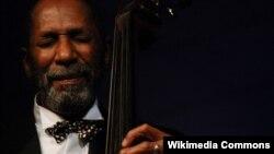 В Тбилиси прошел концерт легендарного исполнителя Рона Картера, который завтра проведет мастер-класс для студентов джазового отделения Тбилисской консерватории