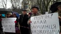 Припинити військову агресію вимагали під консульством Росії у Львові