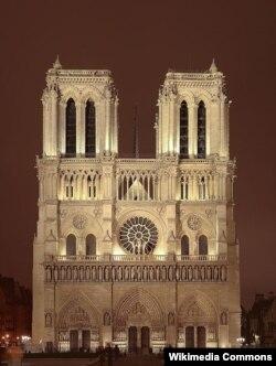 Notre Dame De Paris gecə vaxtı