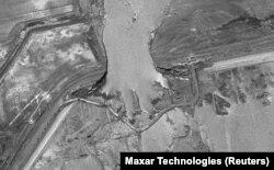 Сарбада суу сактагычы (дамба жырылгандан кийин космостон тартылган сүрөт. 6-май, 2020)