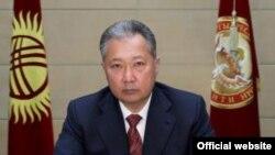 Президент Курманбек Бакиев 21-январда Ынтымак Курултайын чакыруу боюнча өлкө калкына кайрылуу жасады.
