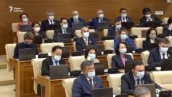 Депутаты уходят на каникулы. Как оценивают их работу эксперты и сами законодатели?