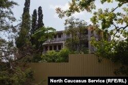 Единственный сохранившийся исторический корпус санатория Кавказская Ривьера