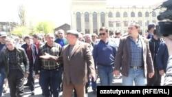 Գյումրիում հակաիշխանական երթին միացել է նաև նախկին քաղաքապետ Վարդան Ղուկասյանը, 25-ը ապրիլի, 2018 թ․