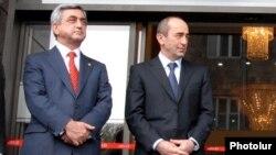 Keçmiş Ermənistan prezidentləri Serzh Sargsyan və Robert Kocharyan. 4 Aprel, 2008.