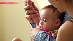 Украинские дети в очереди за вакциной